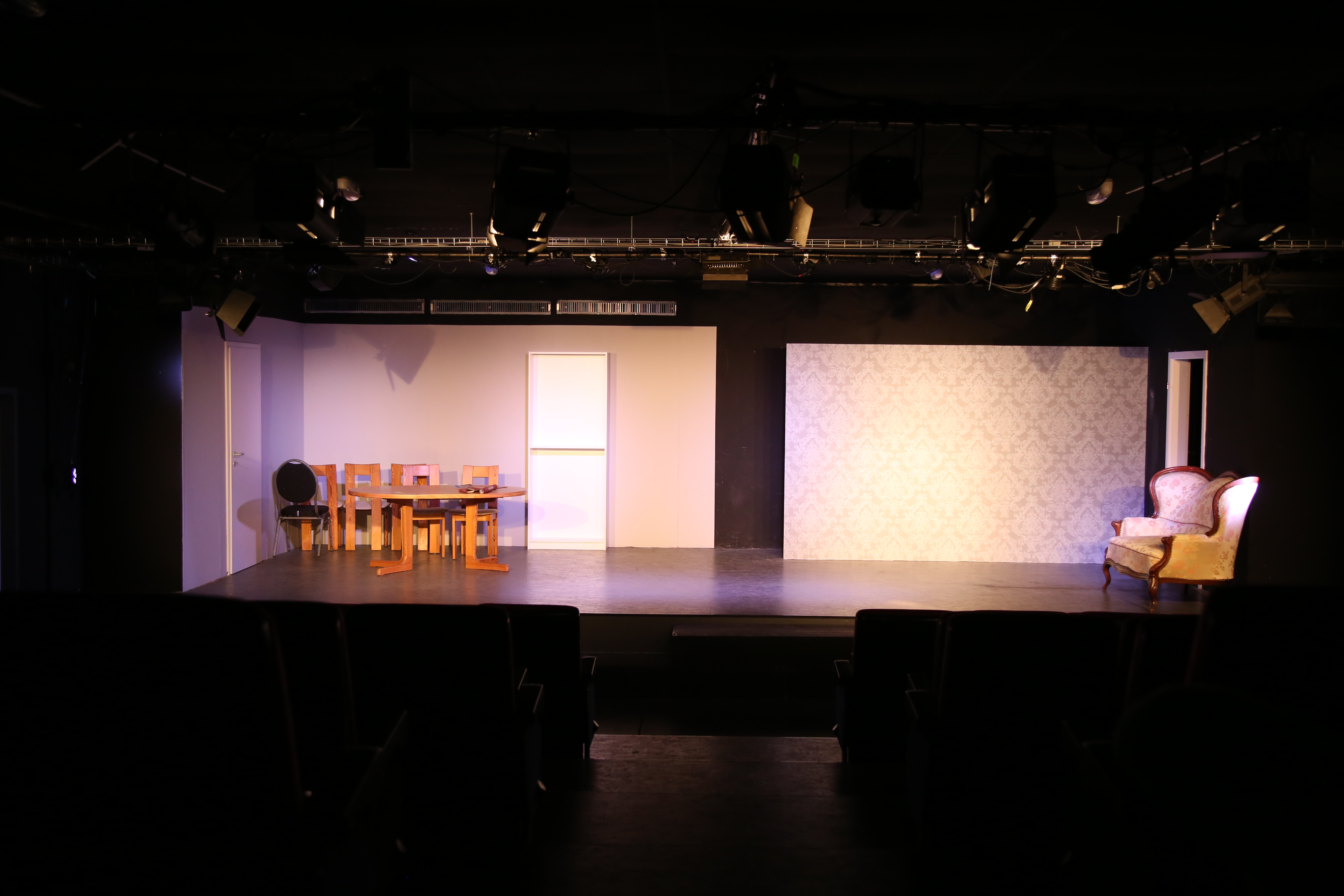 Die Bühne bleibt leer. Absage aller Veranstaltungen bis auf weiteres